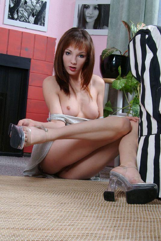 jovencita amateur en su casa